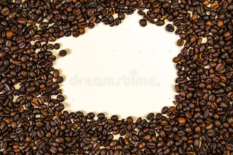 De geroosterde koffiebonen, kunnen als Hoogste mening als achtergrond worden gebruikt stock foto's