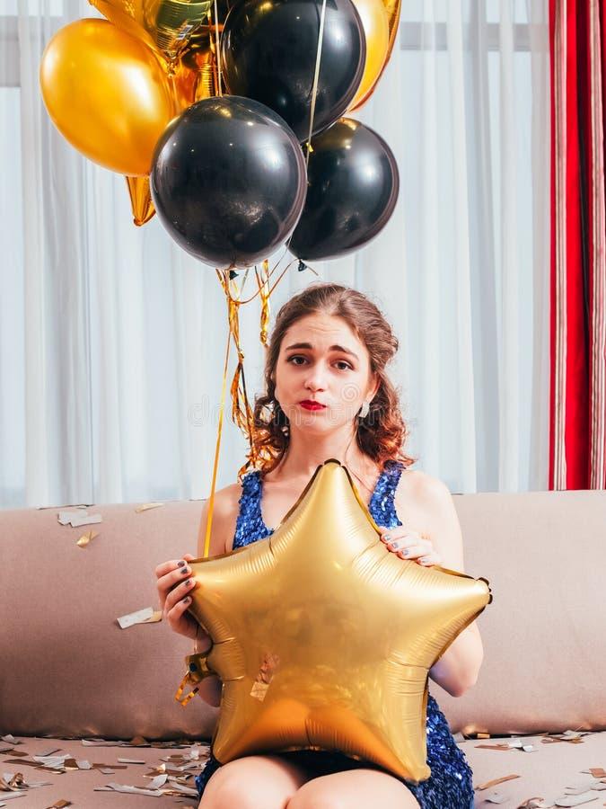 De geruïneerde verjaardagspartij stelde verstoord meisje teleur royalty-vrije stock foto's
