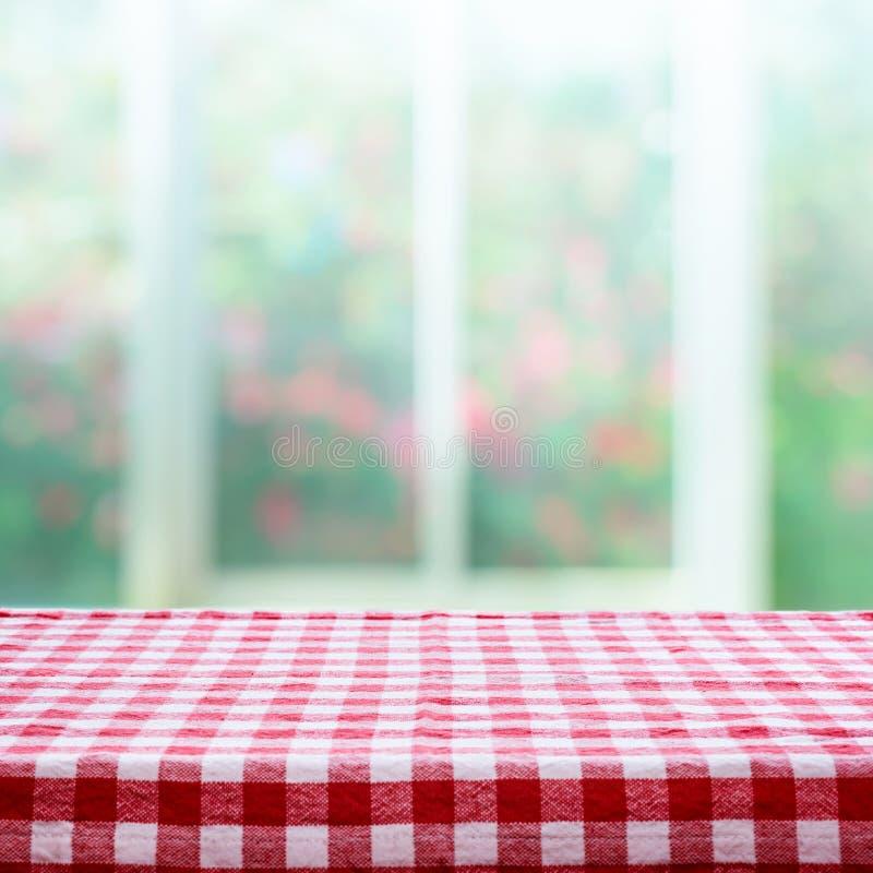De geruite hoogste mening van de tafelkleedtextuur bij het onduidelijke beeld nam tuin toe royalty-vrije stock afbeeldingen