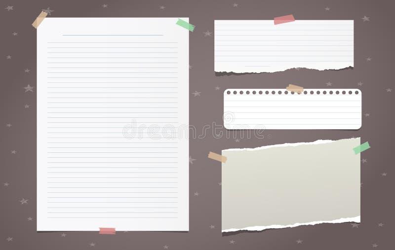 De gescheurde witte gevoerde notadocument stukken, notitieboekjeblad voor tekst plakten op bruine achtergrond Vector illustratie vector illustratie