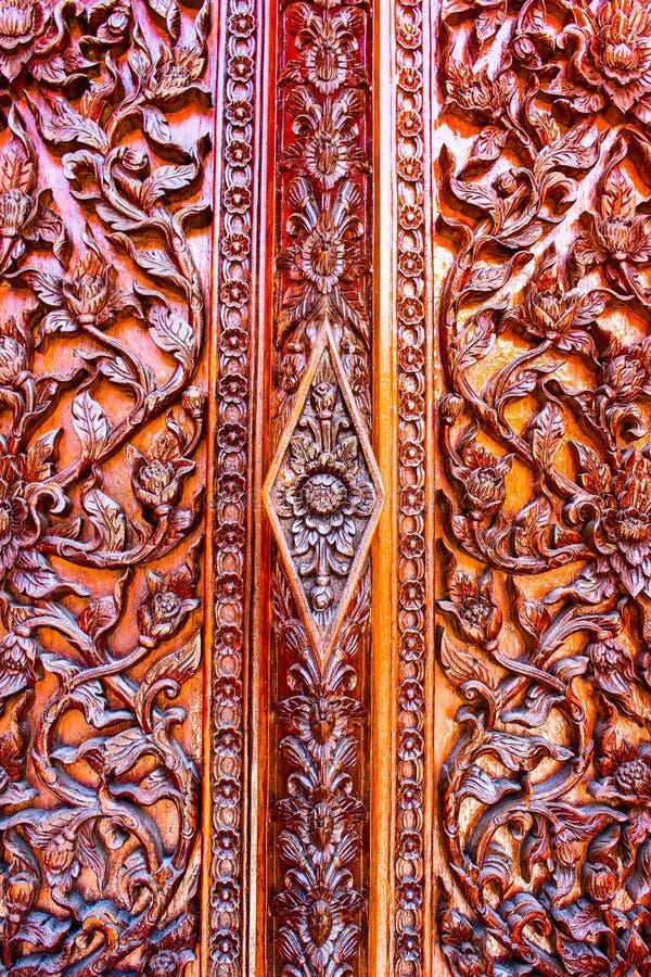 De gesneden bloemen, Liana sneden, gesneden deuren en vensters royalty-vrije stock foto