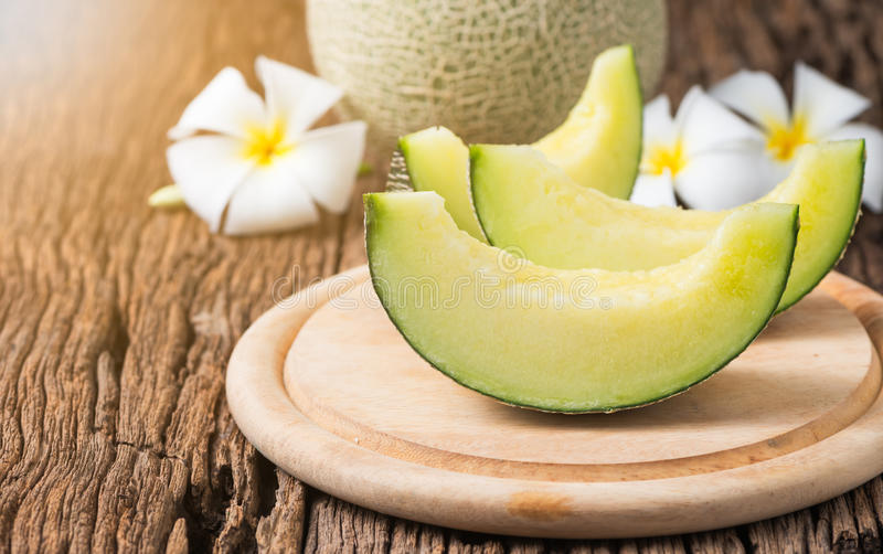 De gesneden meloen van Japan op houten plaat royalty-vrije stock foto's