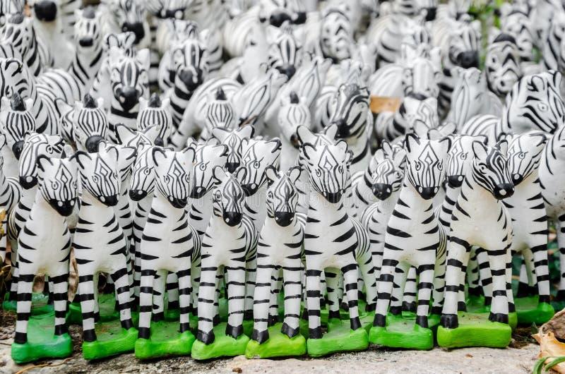 De Gestreepte standbeelden stock afbeeldingen