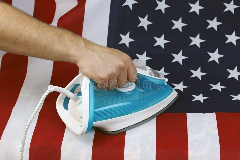 De gestreken Verfrommelde vlag van de V.S. royalty-vrije stock foto's