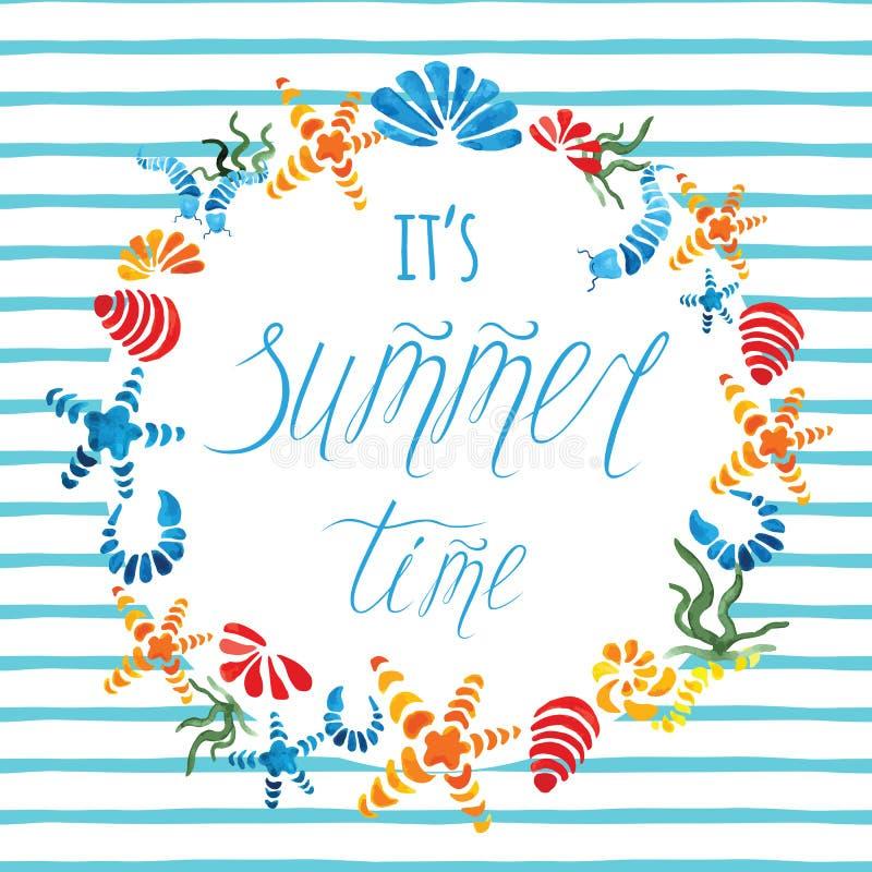 De getrokken affiche van de de zomertijd hand met kleurrijke zeester, zeeschelp verfraaide blauwe streep stock illustratie