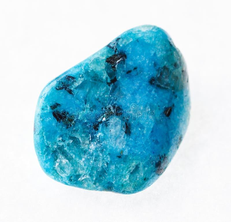 de getuimelde blauwe gekke steen van het kantagaat op wit stock fotografie