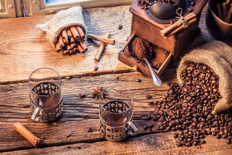 De geur van vers grinded koffie royalty-vrije stock afbeeldingen