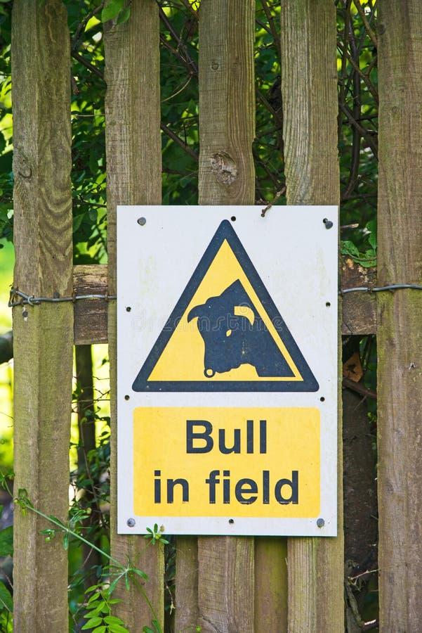De gevaarlijke stier van het waarschuwingsbericht stock afbeelding