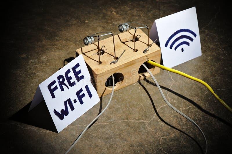 De gevaren van vrij WiFi Cyber misdaden en het binnendringen in een beveiligd computersysteem royalty-vrije stock afbeelding