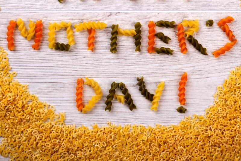 De gevormde tekst van de moeder` s Dag deegwaren stock foto