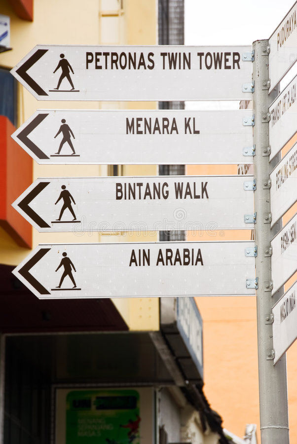 De gezichten van Kuala Lumpur voorzien van wegwijzers stock foto