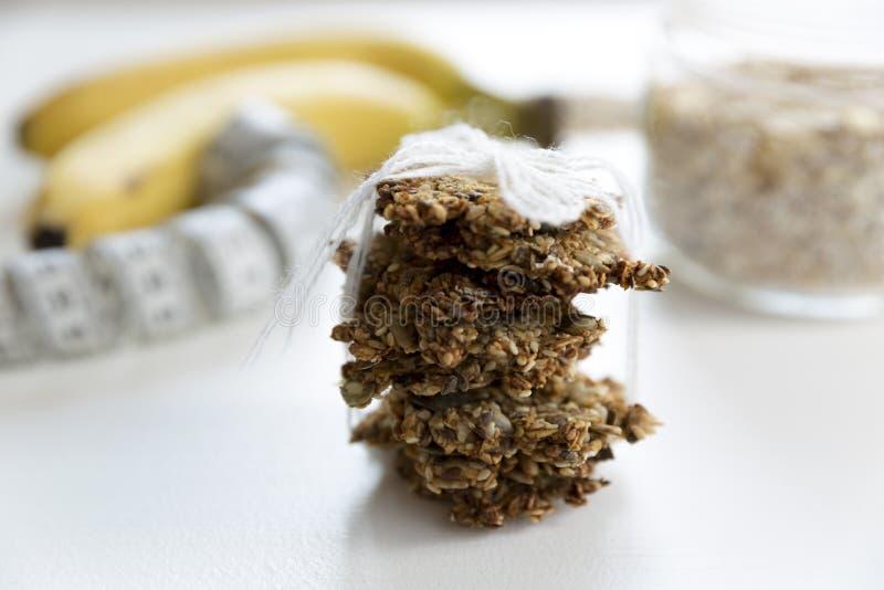 De gezonde drie koekjes van het ingrediëntenhavermeel Gezond recept, vrij gluten, vrije suiker stock foto's