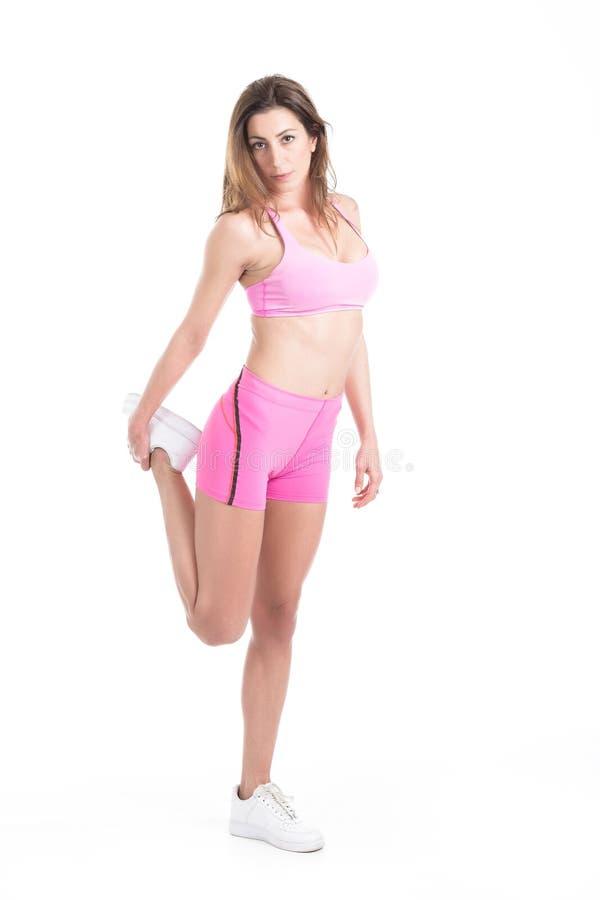 De gezonde jonge fitness persoonlijke opwarming van de trainervrouw vóór sport opleiding Actief die levensstijlwijfje op wit word royalty-vrije stock foto's