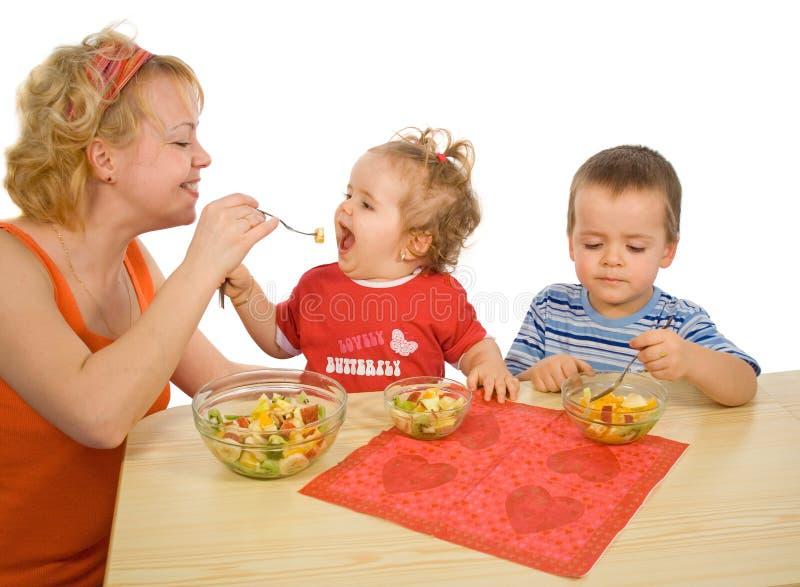 De gezonde vreugde te eten om