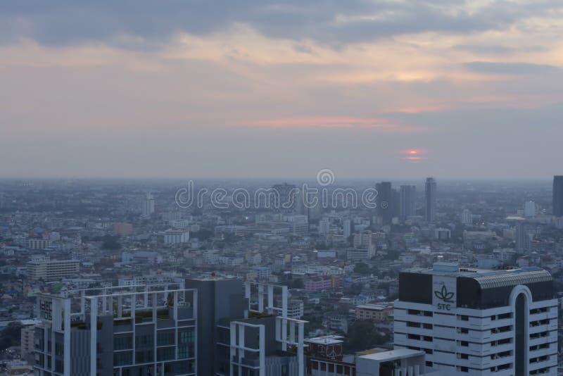 De gezondheid betreft stijging van Bangkok, PM2 niveau 5 de dubbele veilige grens in Bangkok Thailand De mening van Bangkok in de royalty-vrije stock foto's