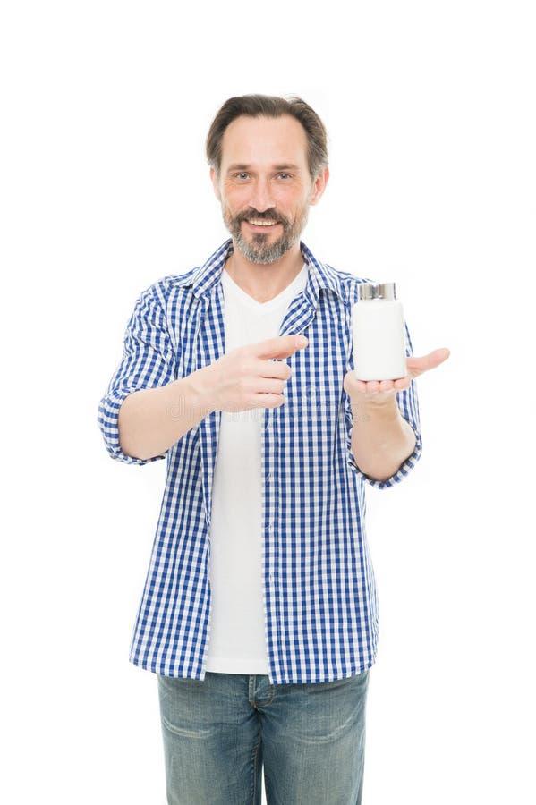 De gezondheid is onbetaalbaar Rijpe de vitaminenfles van de mensenholding Hogere mens die complexe vitamine nemen Vitaminen in ta stock foto