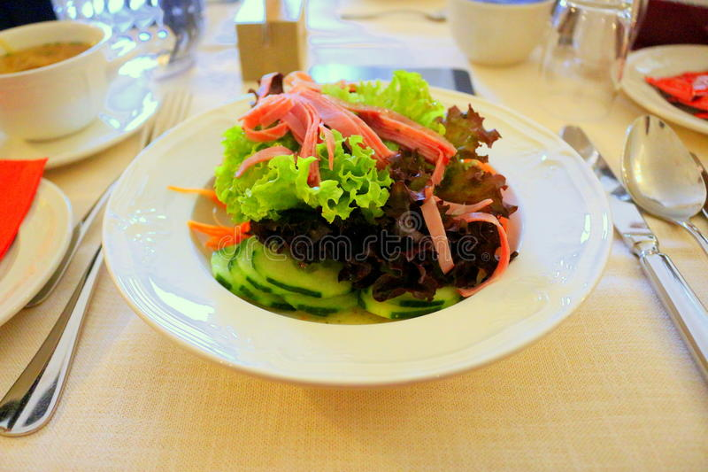 De gezondheid van het saladevoedsel royalty-vrije stock afbeelding