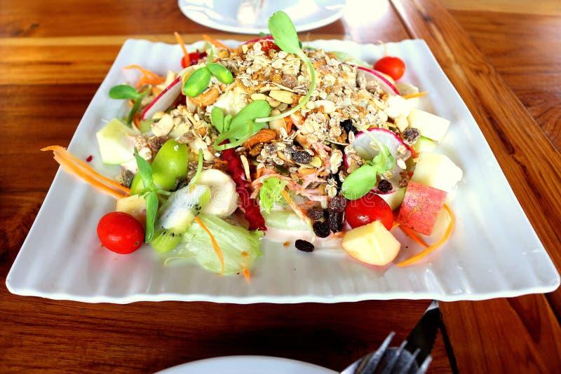 De gezondheid van het saladevoedsel royalty-vrije stock foto