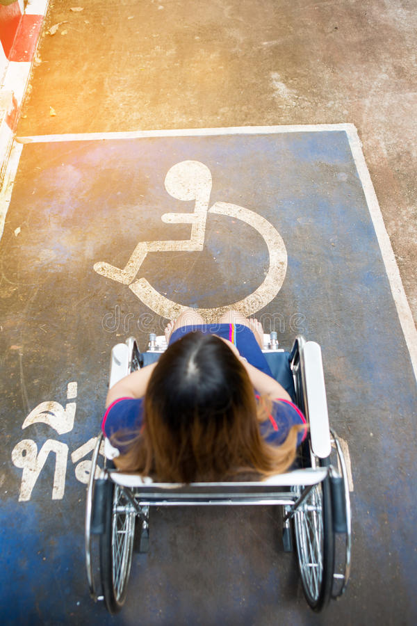 De gezondheidsconcept van de onbekwaamheidsverlamming Benen van gehandicapte persoon r stock foto's