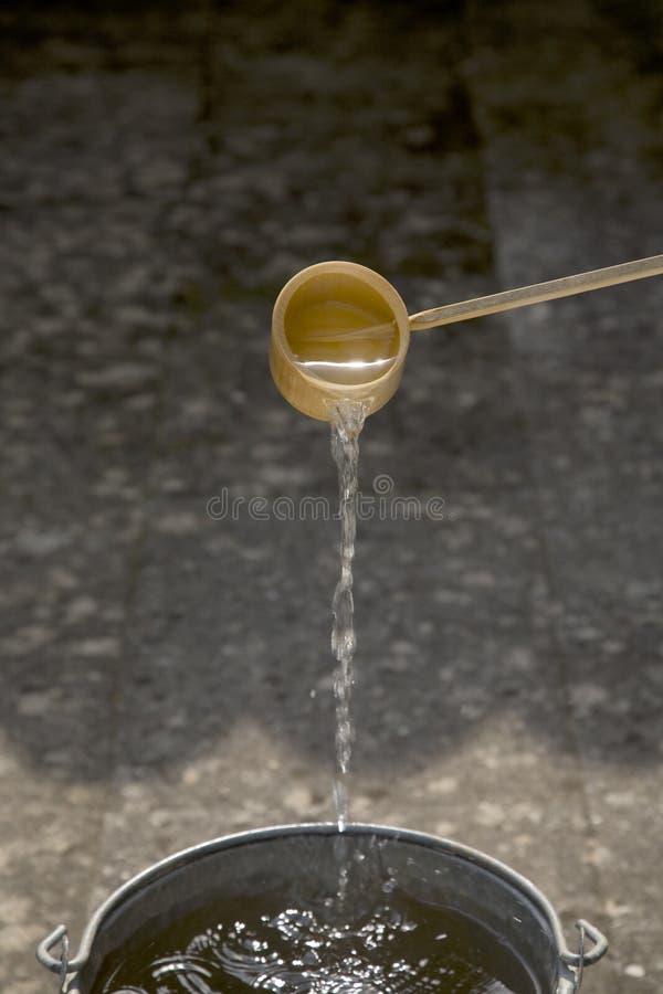 De Gietlepel van het Bamboe van de Ceremonie van de thee stock fotografie