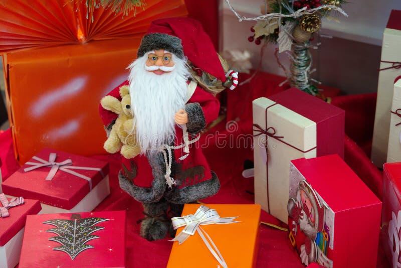 De gift van de Kerstmiskerstman royalty-vrije stock foto's