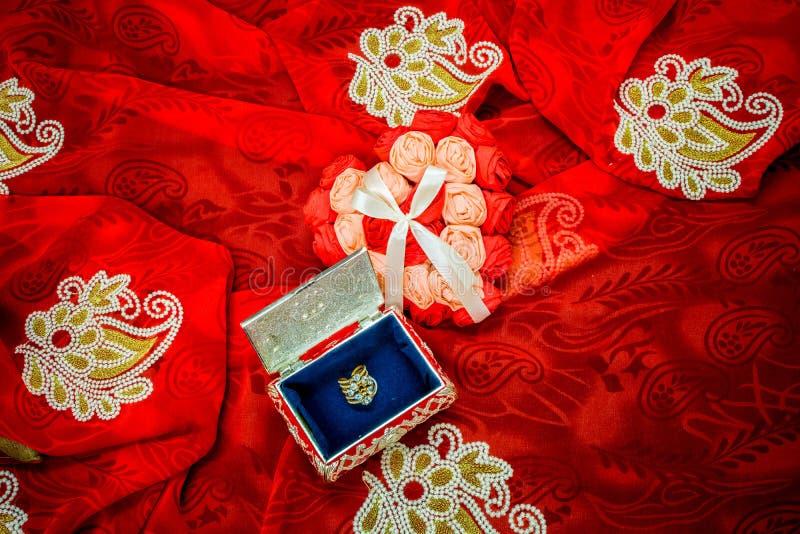 De Gift van de valentijnskaartendag voor de liefde van het leven stock afbeeldingen