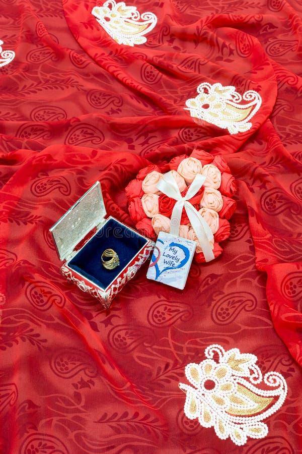 De Gift van de valentijnskaartendag voor de liefde van het leven stock afbeelding