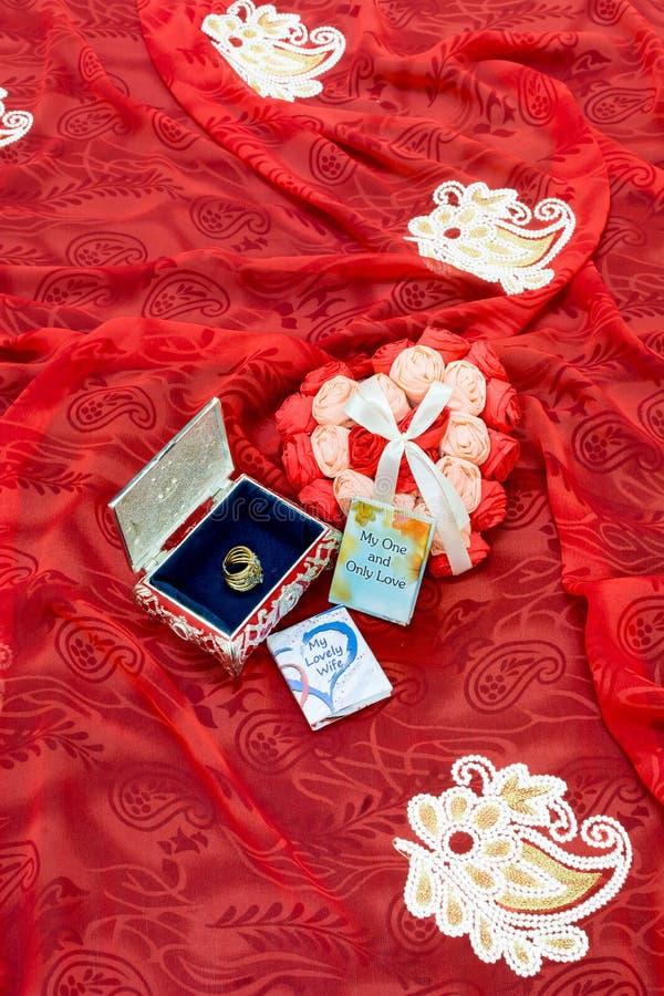 De Gift van de valentijnskaartendag voor de liefde van het leven stock foto