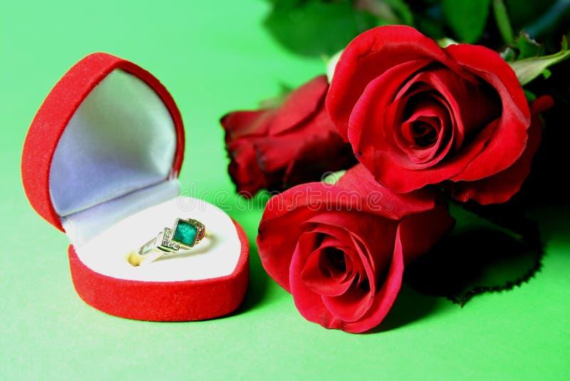 Download De Giften Van De Valentijnskaart Stock Foto - Afbeelding bestaande uit gift, bloemen: 297380