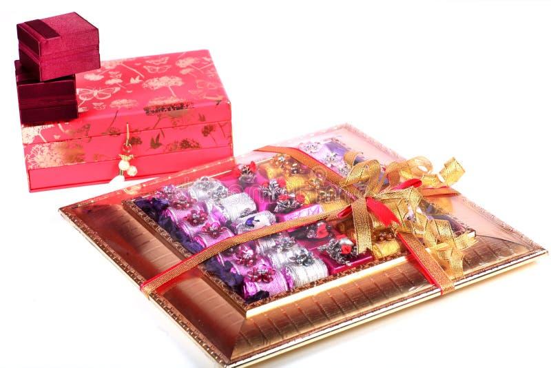 Download De giften van het huwelijk stock foto. Afbeelding bestaande uit snoepjes - 54086548