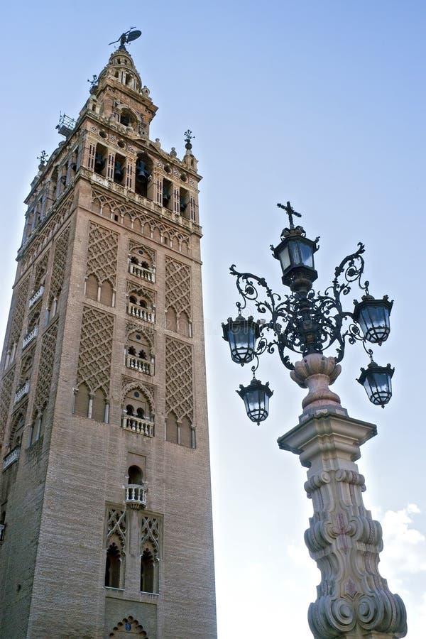 De Giralda-klokketoren van de Kathedraal van Sevilla, Spanje stock afbeelding