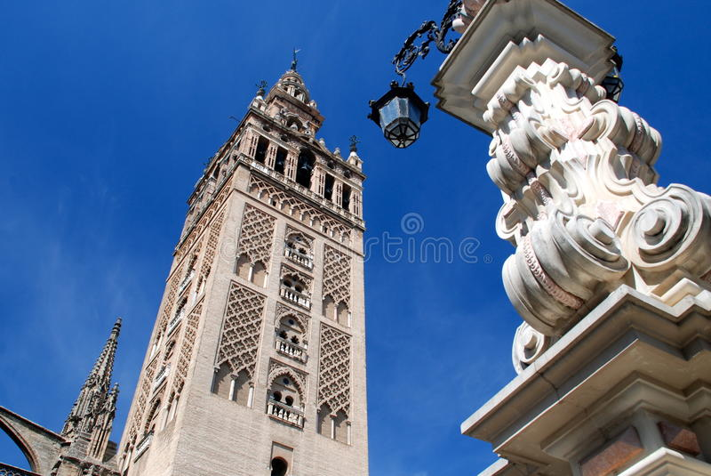 De Giralda toren, Sevilla stock afbeeldingen
