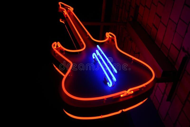De gitaar van het neon stock foto's