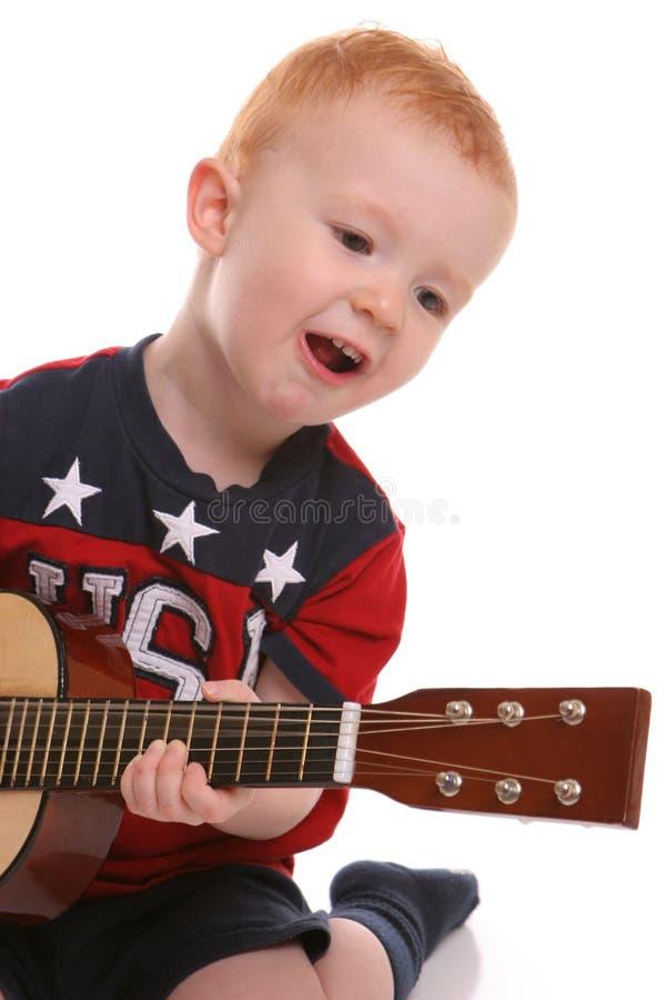 De gitaar zingende peuter van de V.S. stock foto's