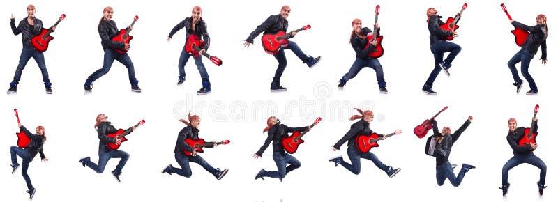 De gitaarspeler op wit wordt geïsoleerd dat royalty-vrije stock afbeelding