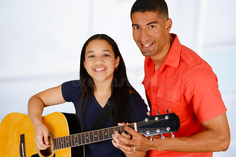 De gitaarspeler van de tiener stock foto's