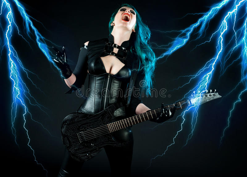 De gitarist van de vrouw stock afbeeldingen