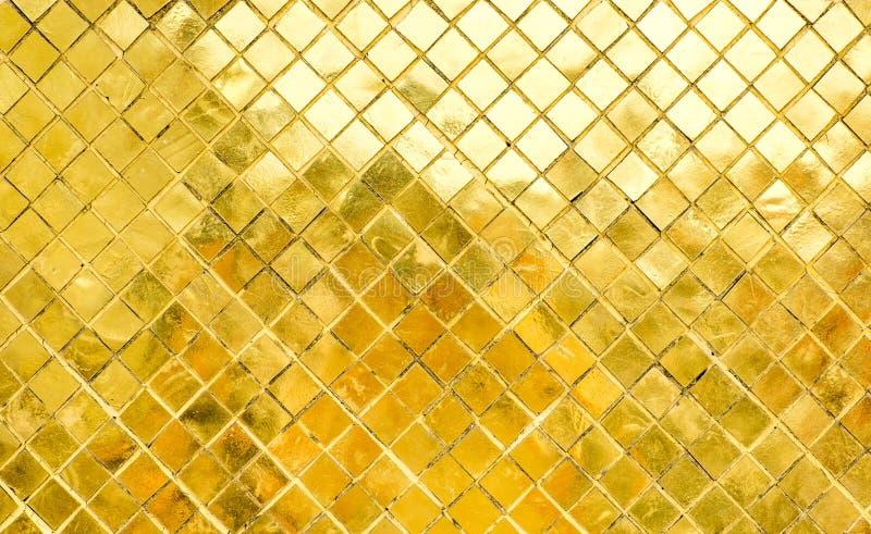 De glanzende Gouden muur van de mozaïektegel, textuurachtergrond royalty-vrije stock foto