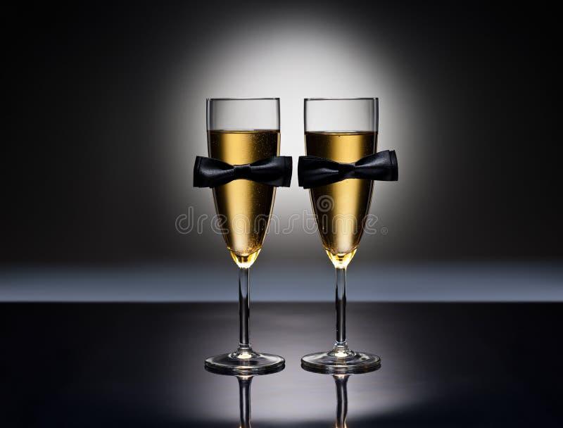 De glazen van Champagne met conceptuele zelfde geslachtsdecoratie royalty-vrije stock foto's