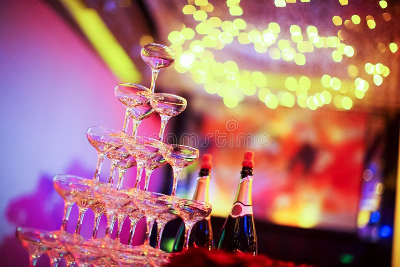 De glazen van Champagne van het huwelijk stock fotografie