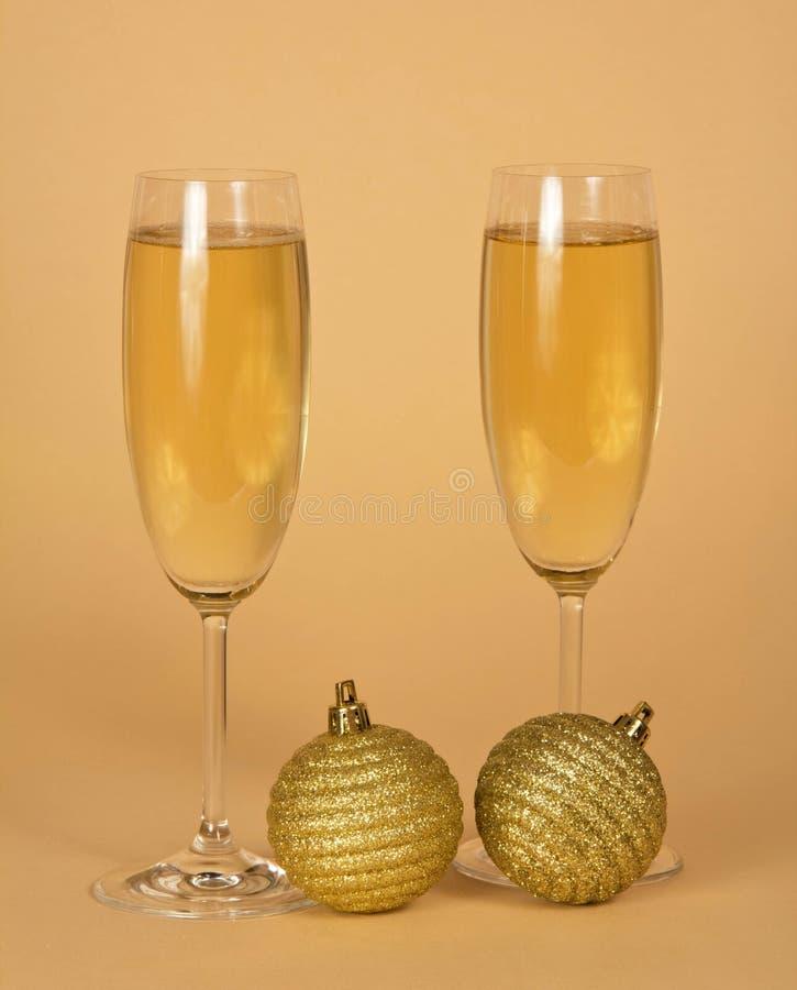 Download De Glazen Van De Wijn Met Champagne Stock Foto - Afbeelding bestaande uit gebied, clean: 54081206