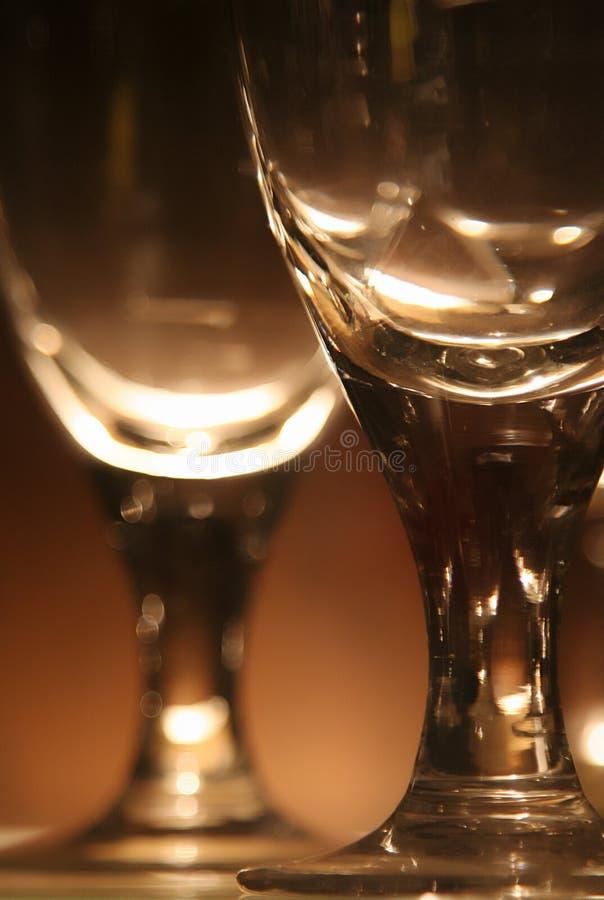 De Glazen van de wijnstok met Licht stock afbeeldingen