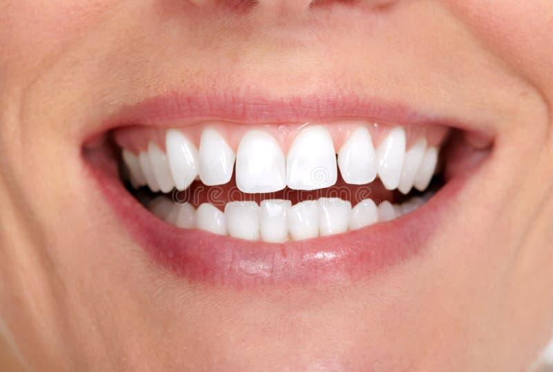 De glimlach en de tanden van de vrouw royalty-vrije stock fotografie