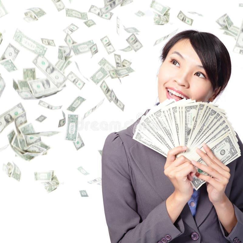 De glimlach van de vrouw gelukkig met handvol van geld stock foto