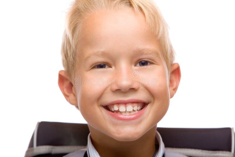 De glimlachen van het schoolkind gelukkig met schooltas royalty-vrije stock foto's