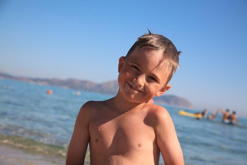 De glimlachende jongen royalty-vrije stock afbeeldingen