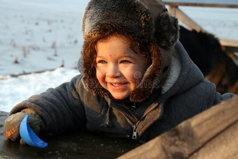De glimlachende Jongen van de Winter stock foto's