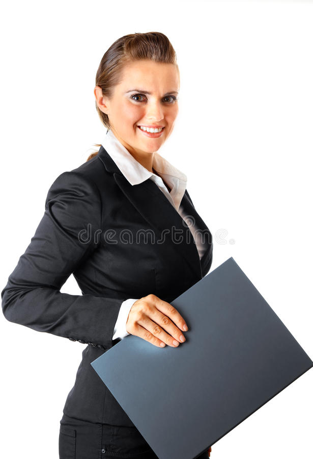 De glimlachende moderne omslagen van de bedrijfsvrouwenholding royalty-vrije stock afbeelding