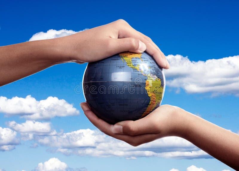 De globale Zorg van de Aarde royalty-vrije stock afbeelding