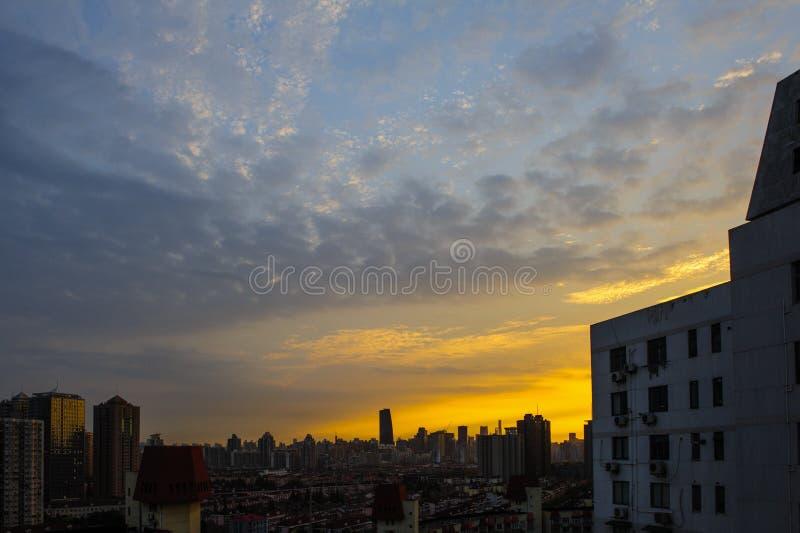 De gloed en de zonsondergang van Shanghai ` s stock foto